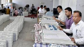 தமிழகத்தில் முக்கிய வாக்கு சாவடிகளாக 9,630 சாவடிகள் , புகைப்படம் - PTI