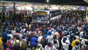 கொரோனா வைரஸ் சென்னை: கோயம்பேடு பேருந்து நிலையத்தில் குவிந்த மக்கள்