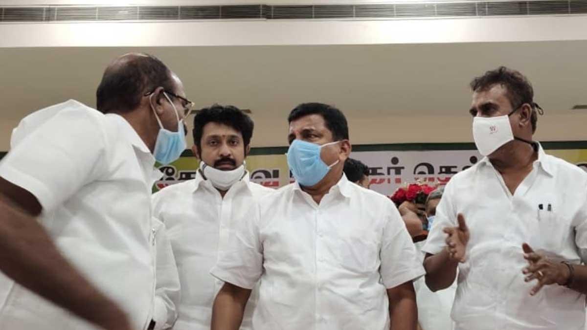 கோவை மாநகர் மாவட்ட அதிமுக செயல்வீரர்கள் ஆலோசனை கூட்டம்
